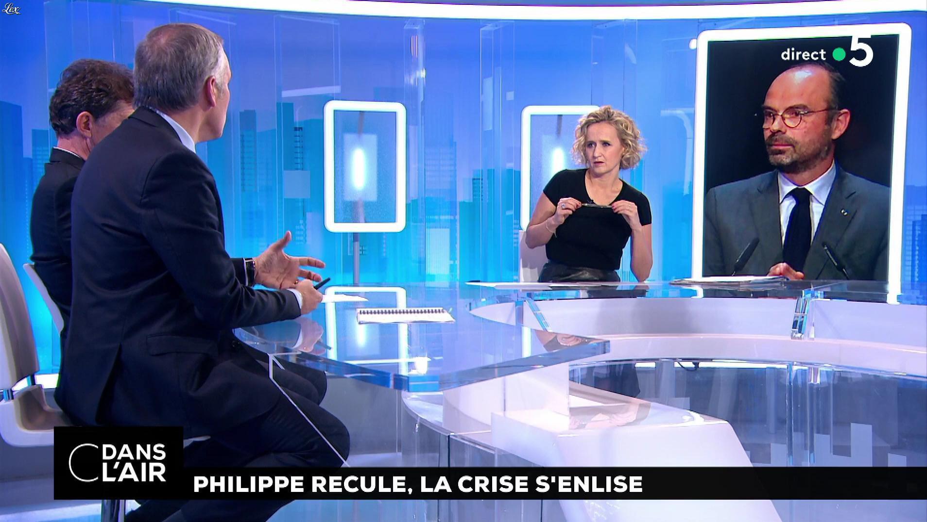 Caroline Roux dans C dans l'Air. Diffusé à la télévision le 04/12/18.