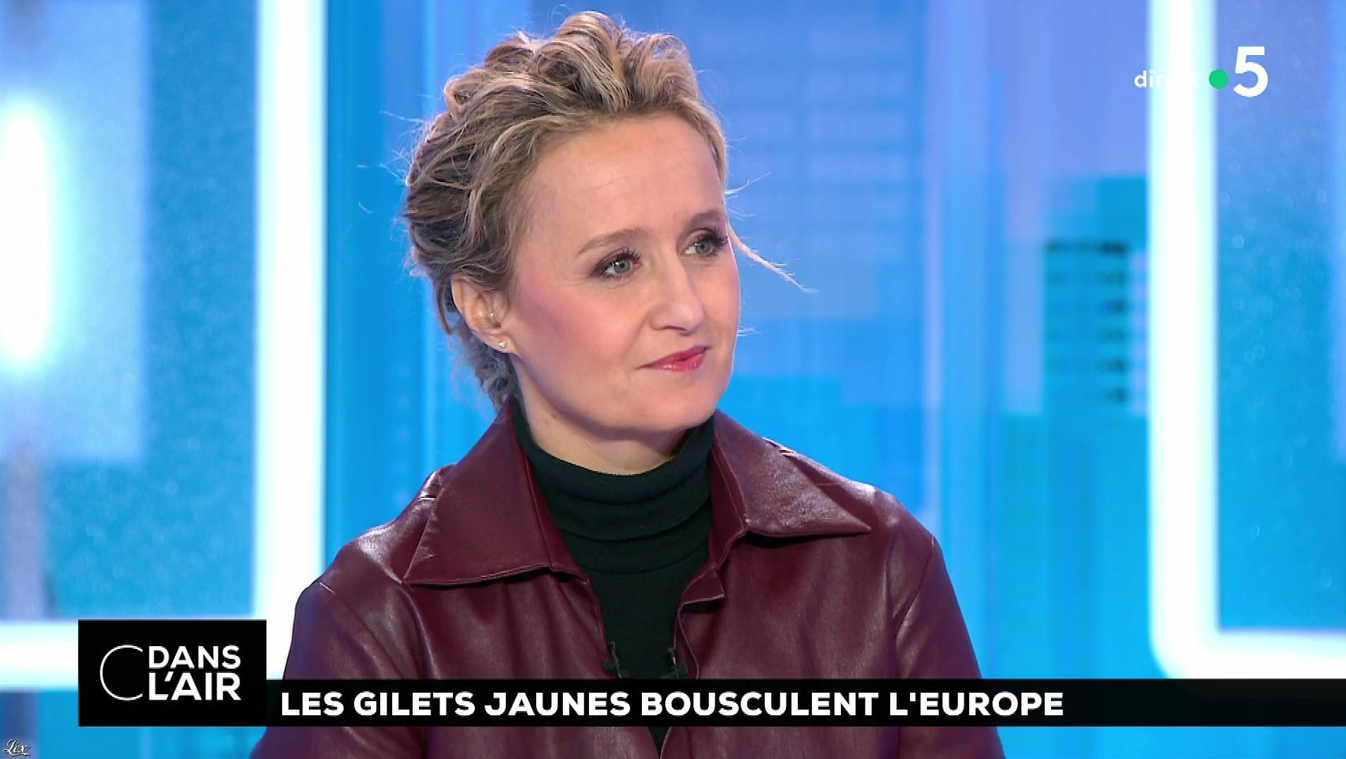 Caroline Roux dans C dans l'Air. Diffusé à la télévision le 13/12/18.