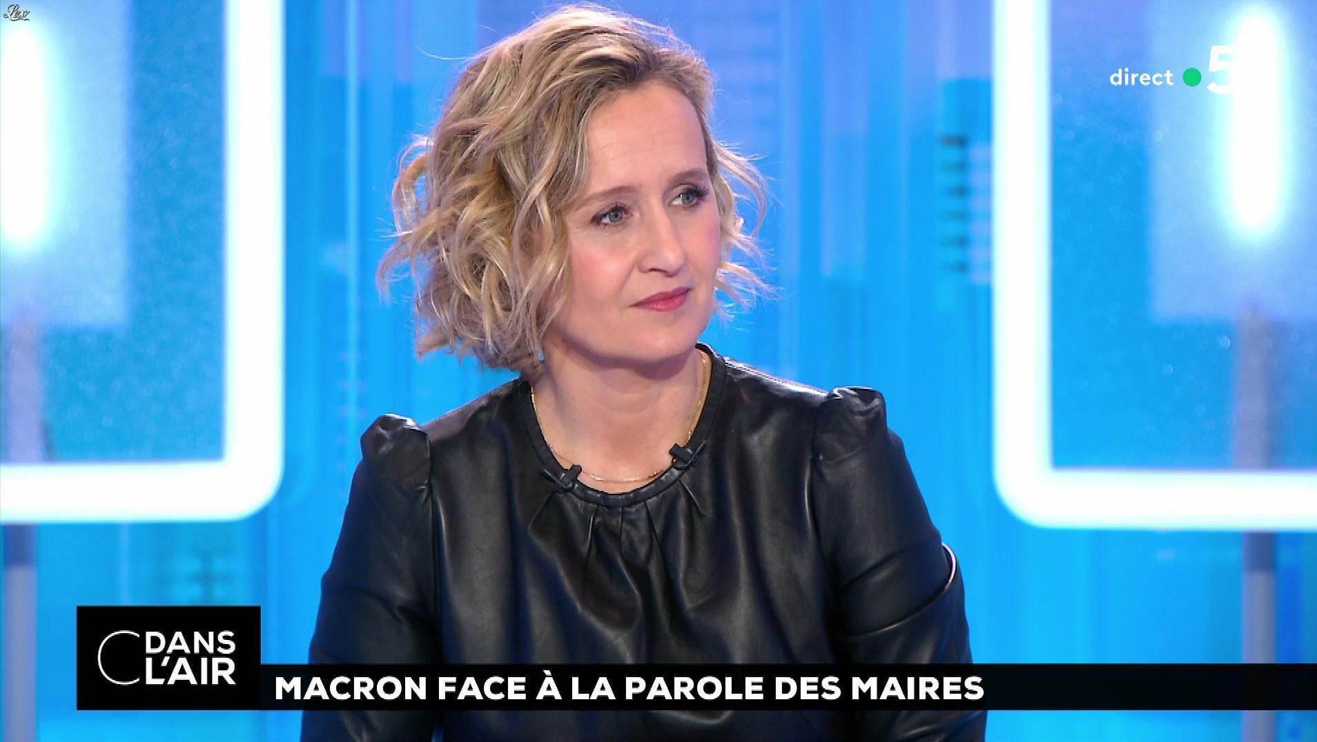 Caroline Roux dans C dans l'Air. Diffusé à la télévision le 15/01/19.