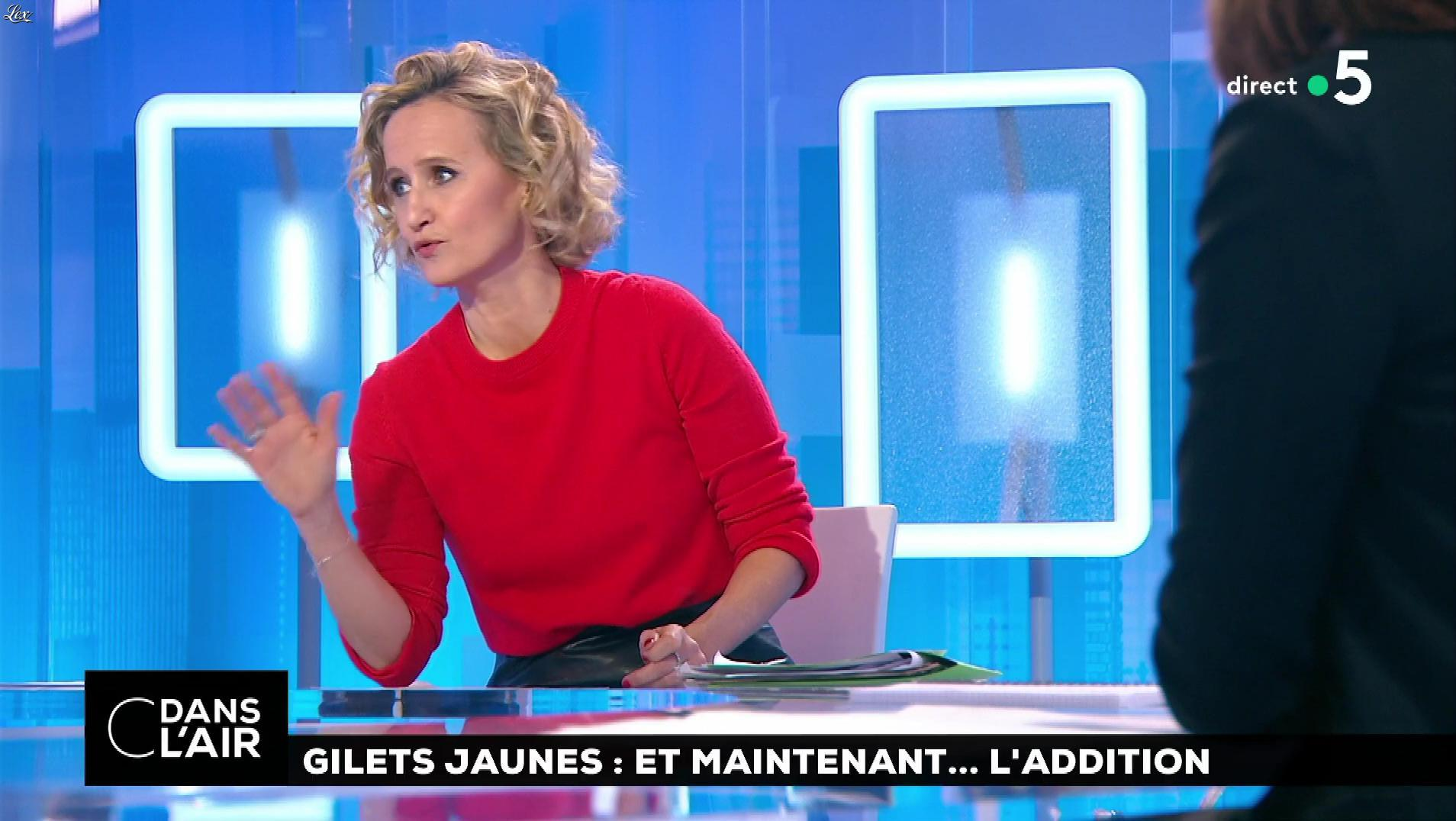 Caroline Roux dans C dans l'Air. Diffusé à la télévision le 18/12/18.