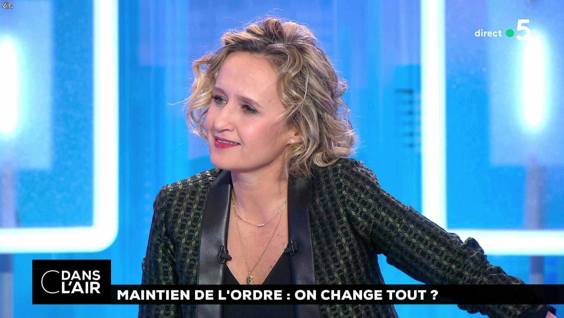 Caroline Roux dans C dans l'Air. Diffusé à la télévision le 23/01/19.