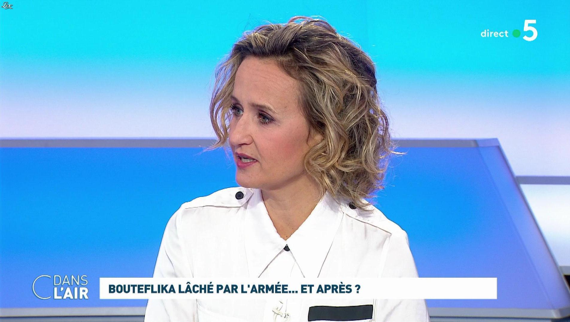 Caroline Roux dans C dans l'Air. Diffusé à la télévision le 27/03/19.