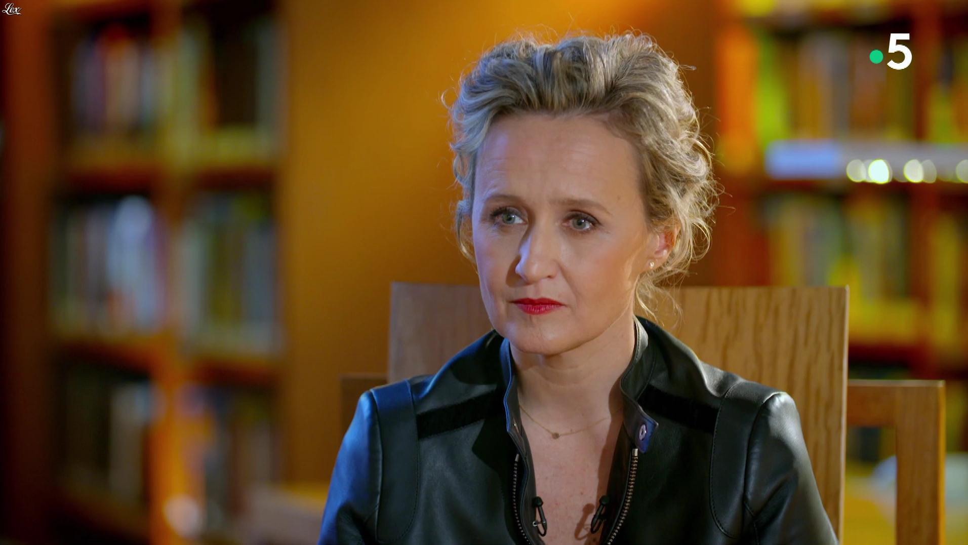 Caroline Roux dans C dans l'Air Special. Diffusé à la télévision le 19/03/19.