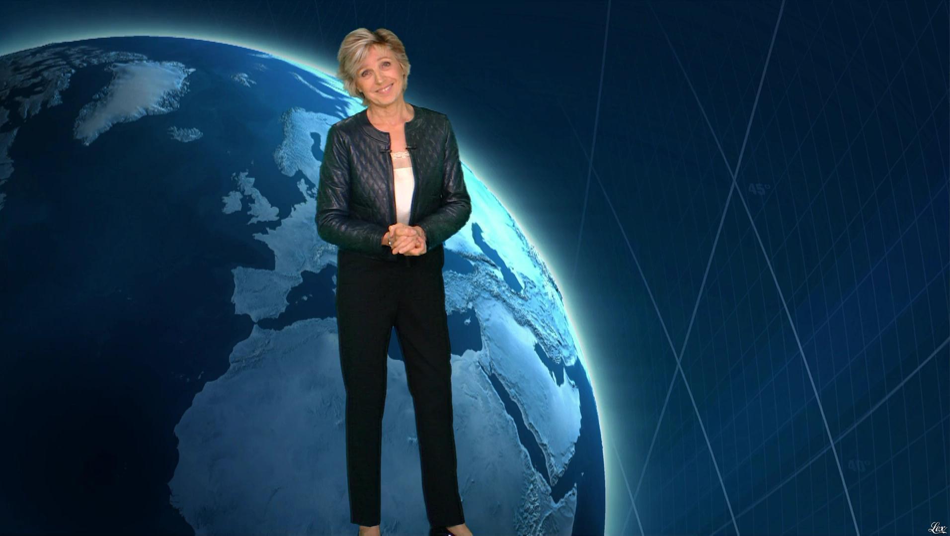 Evelyne Dhéliat à la Météo du Soir. Diffusé à la télévision le 16/10/18.