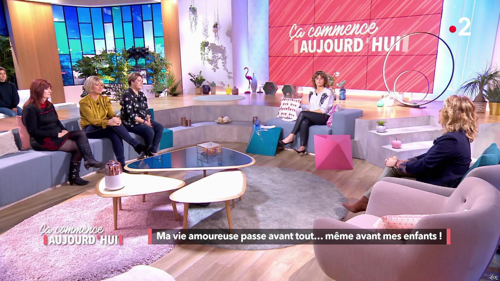 Faustine Bollaert et Christele Albaret dans Ça Commence Aujourd'hui. Diffusé à la télévision le 15/01/19.