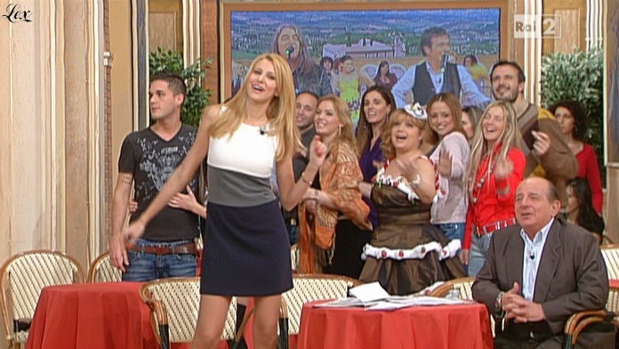 Adriana Volpe dans I Fatti Vostri. Diffusé à la télévision le 10/01/11.