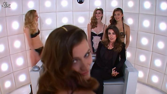 Mademoiselle Agnès dans la Boite à Questions. Diffusé à la télévision le 25/01/12.