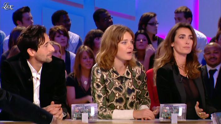 Mademoiselle Agnès dans le Grand Journal de Canal Plus. Diffusé à la télévision le 23/01/12.