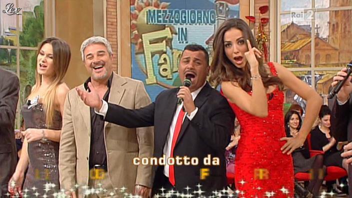 Arianna Rendina et Laura Barriales dans Mezzogiorno in Famiglia. Diffusé à la télévision le 30/12/12.
