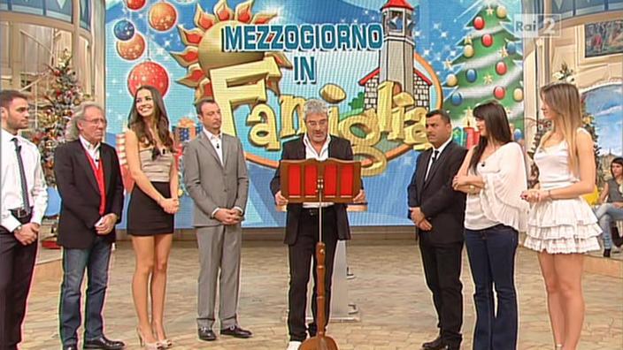 Lorena Bianchetti, Arianna Rendina et Laura Barriales dans Mezzogiorno in Famiglia. Diffusé à la télévision le 29/12/12.