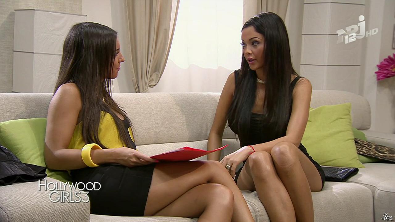 Nabilla Benattia et Laura Coll dans Hollywood Girls. Diffusé à la télévision le 03/01/14.