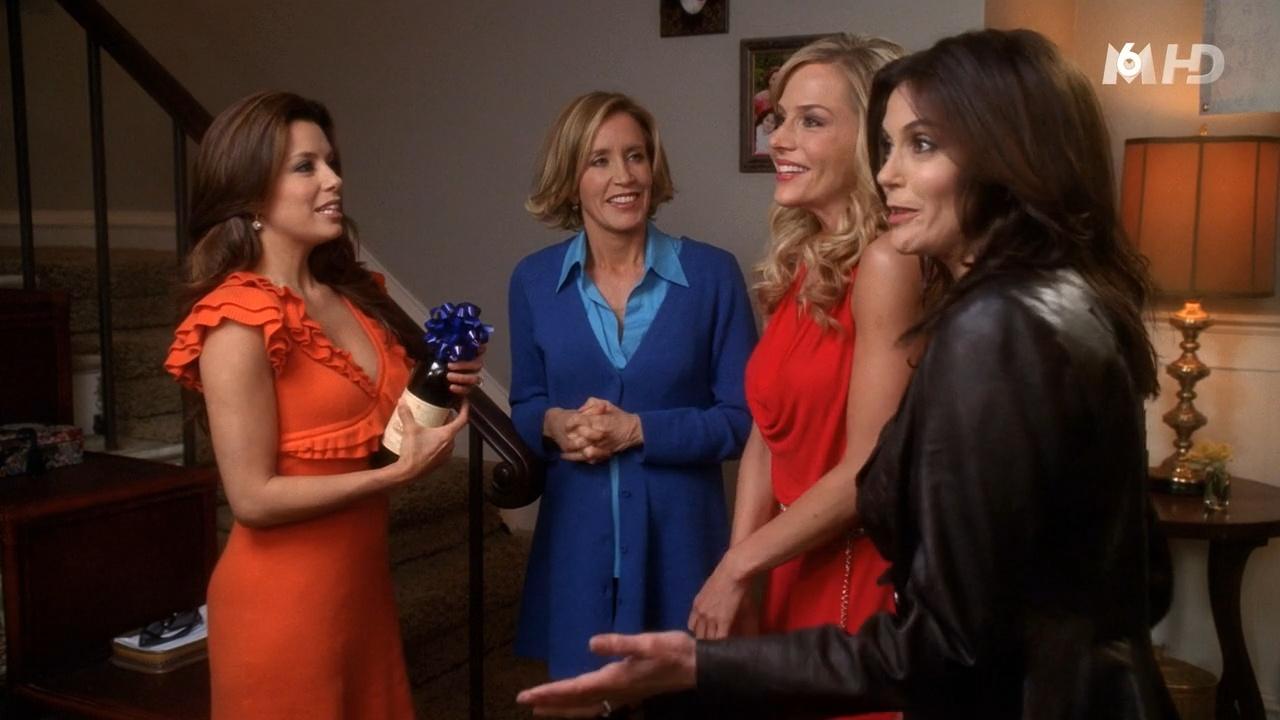 Julie Benz, Teri Hatcher et Eva Longoria dans Desperate Housewives. Diffusé à la télévision le 10/11/15.