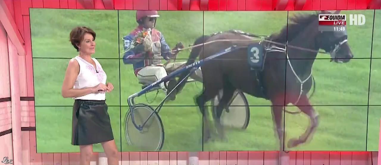 Laure Legrand dans un Jour aux Courses. Diffusé à la télévision le 09/08/17.
