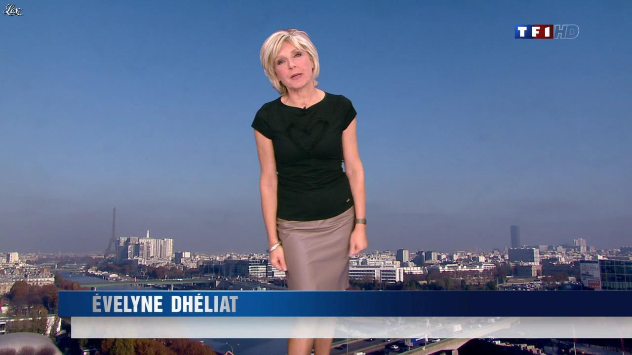 Evelyne Dhéliat dans la Meteo de 13h. Diffusé à la télévision le 15/11/11.