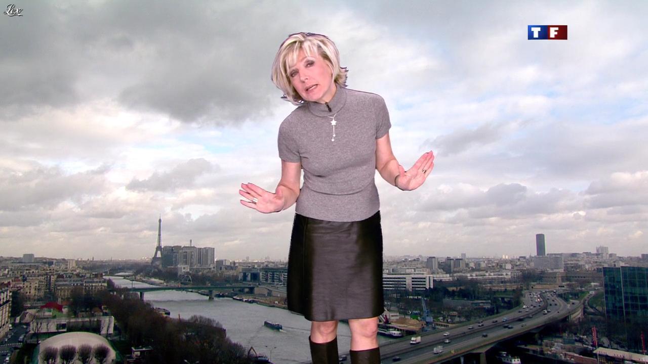 Evelyne Dhéliat dans la Meteo de 13h. Diffusé à la télévision le 23/01/12.