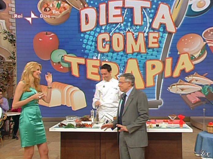 Adriana Volpe dans I Fatti Vostri. Diffusé à la télévision le 05/04/10.