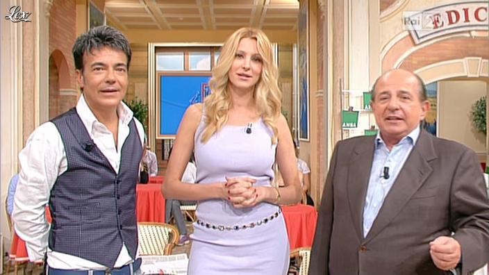 Adriana Volpe dans I Fatti Vostri. Diffusé à la télévision le 18/10/11.