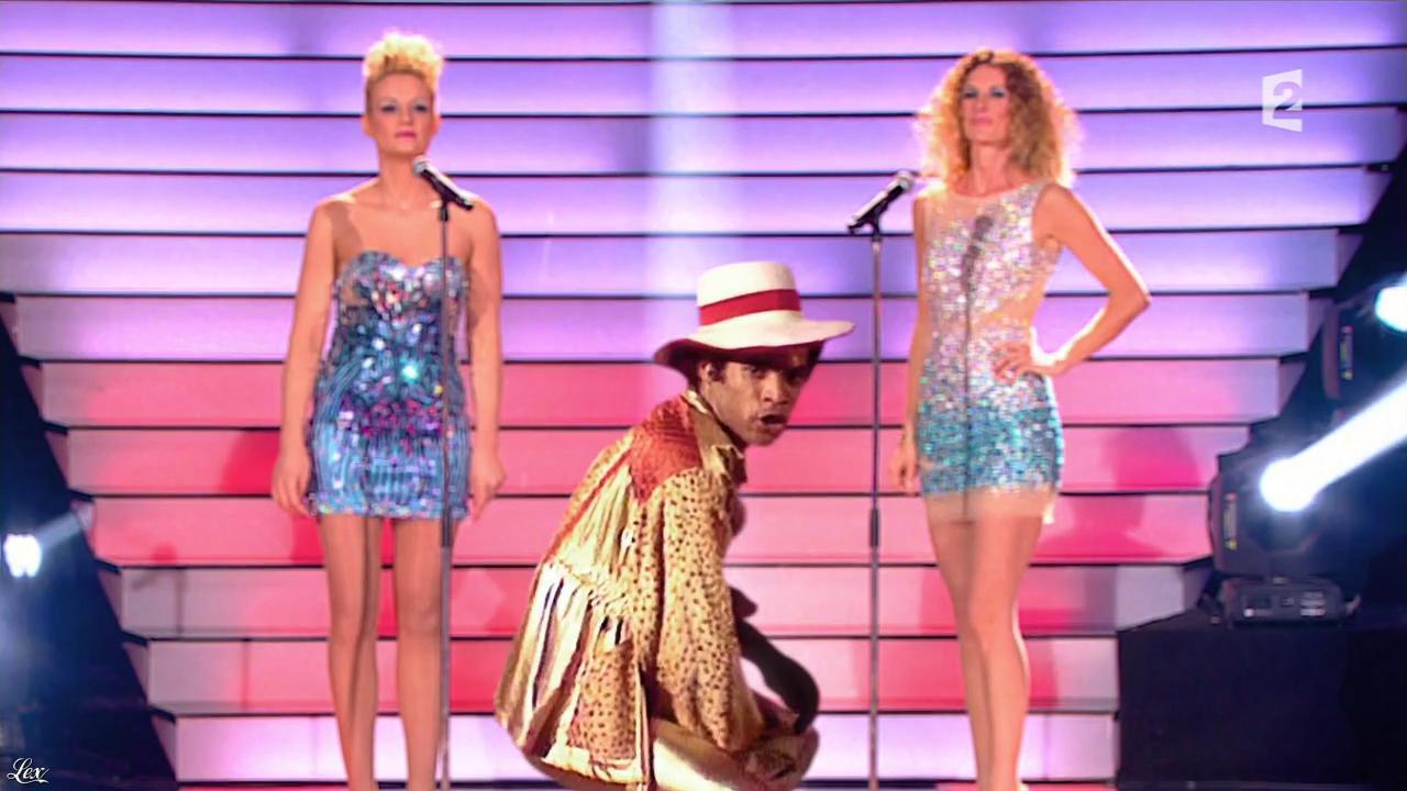 Elodie Gossuin et Sophie Thalmann dans Simplement Pour un Soir. Diffusé à la télévision le 30/03/13.