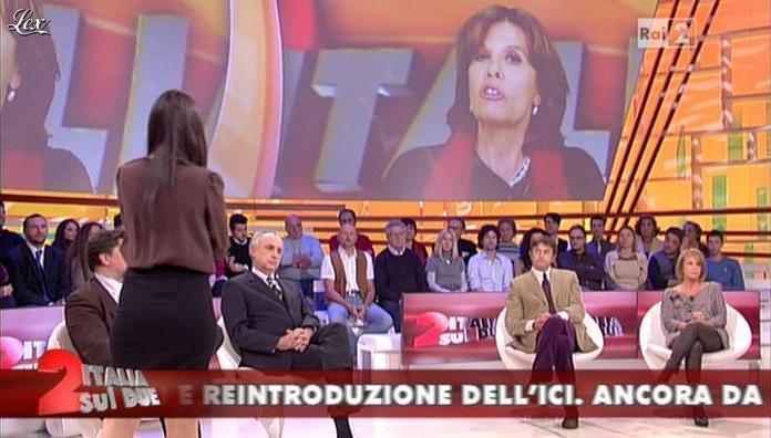 Lella Costa et Lorena Bianchetti dans Italia Sul Due. Diffusé à la télévision le 29/11/11.