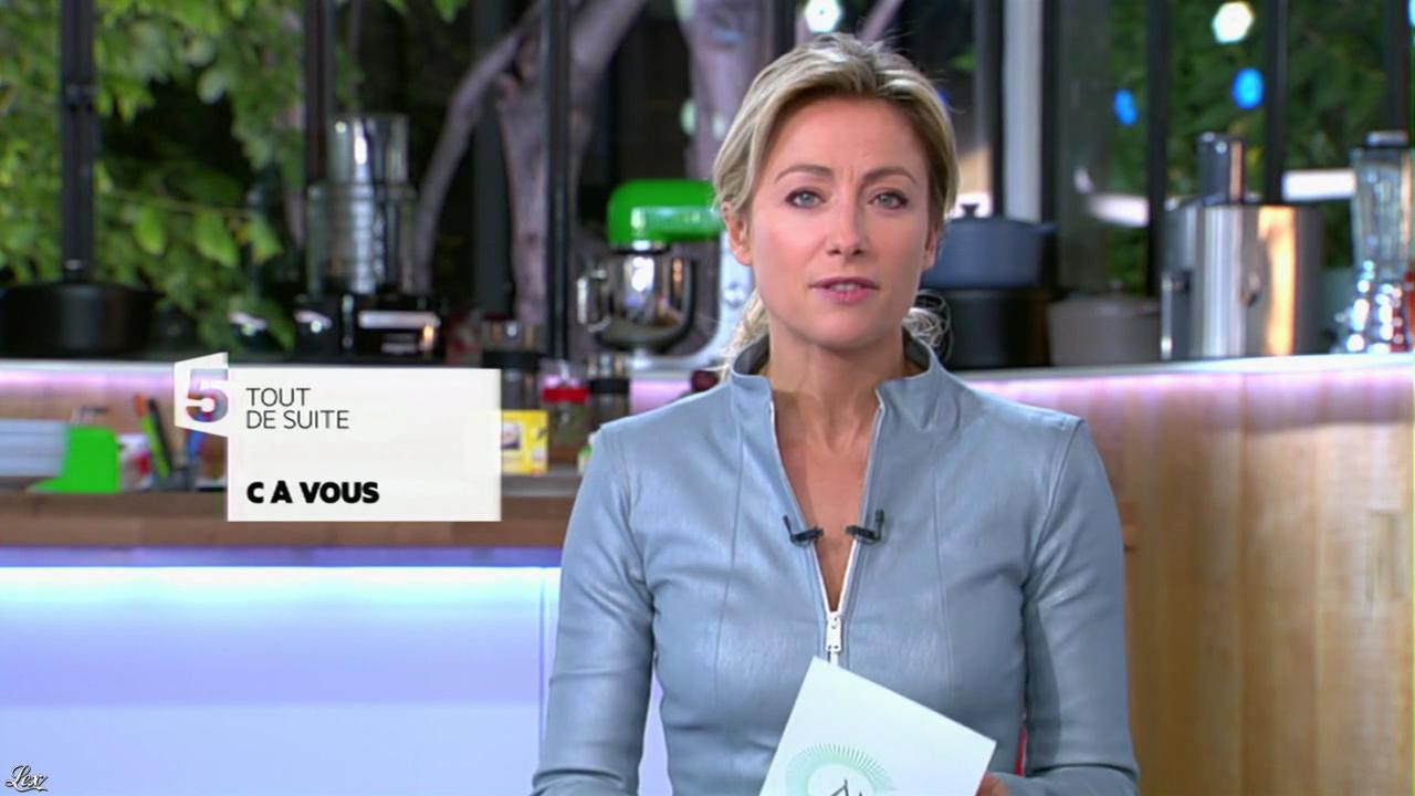 Anne-Sophie Lapix dans C à Vous. Diffusé à la télévision le 29/10/13.