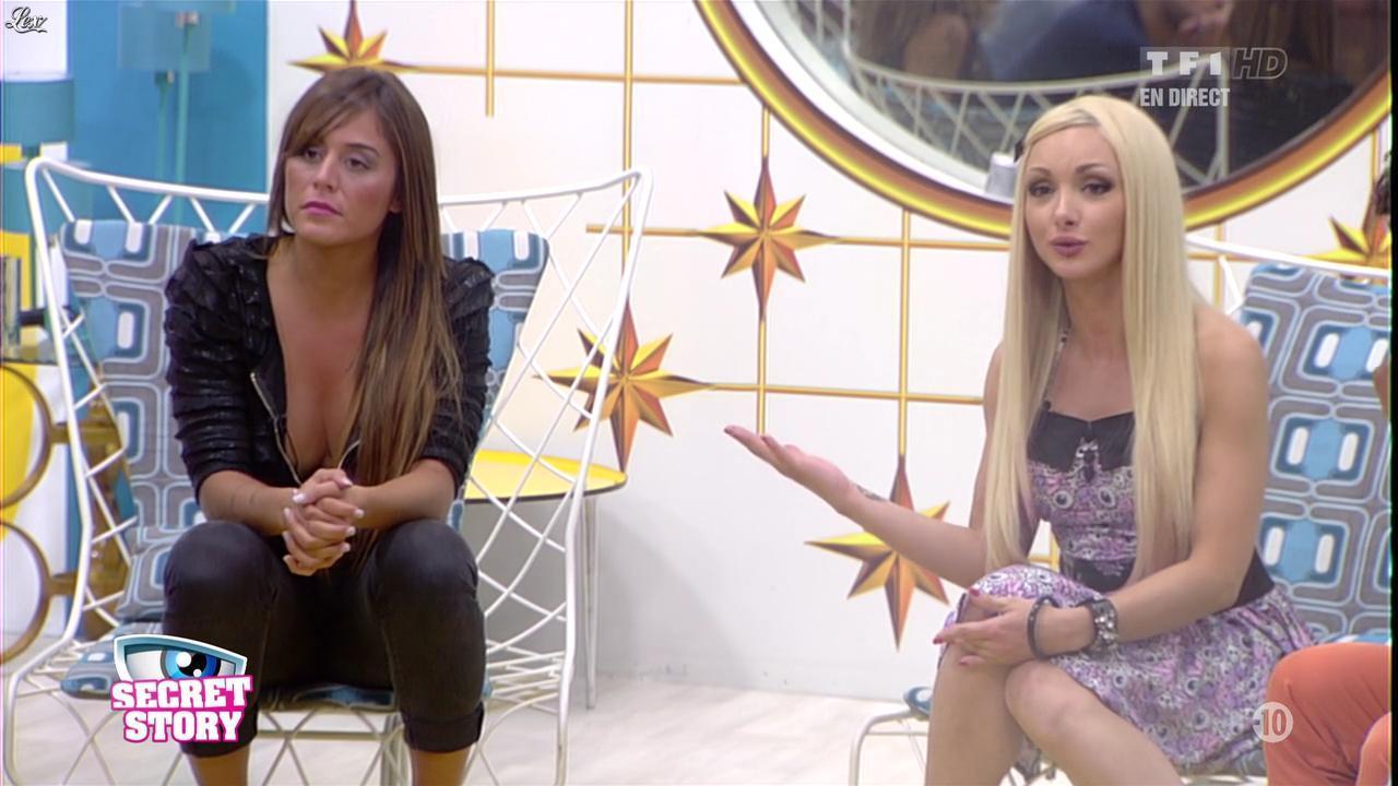 Florine et Anaïs dans Secret Story. Diffusé à la télévision le 05/07/13.