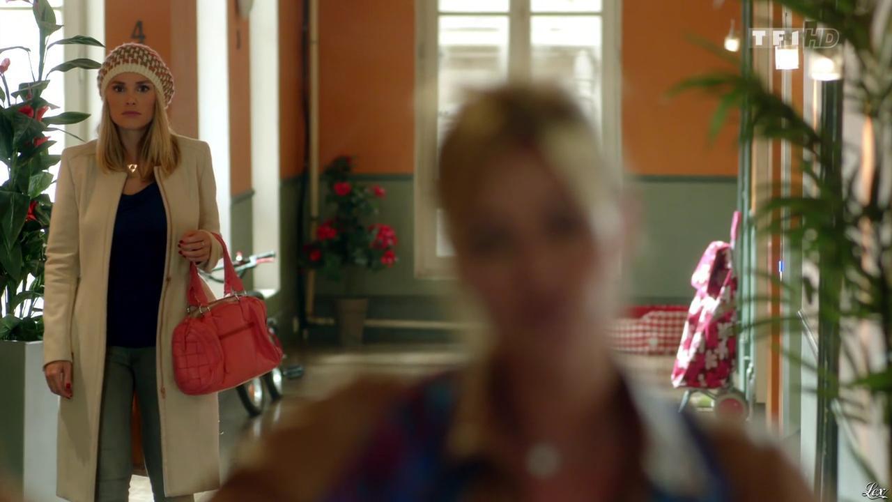 Ingrid Chauvin et Joy Esther dans Nos Chers Voisins Fêtent Noel. Diffusé à la télévision le 26/12/14.