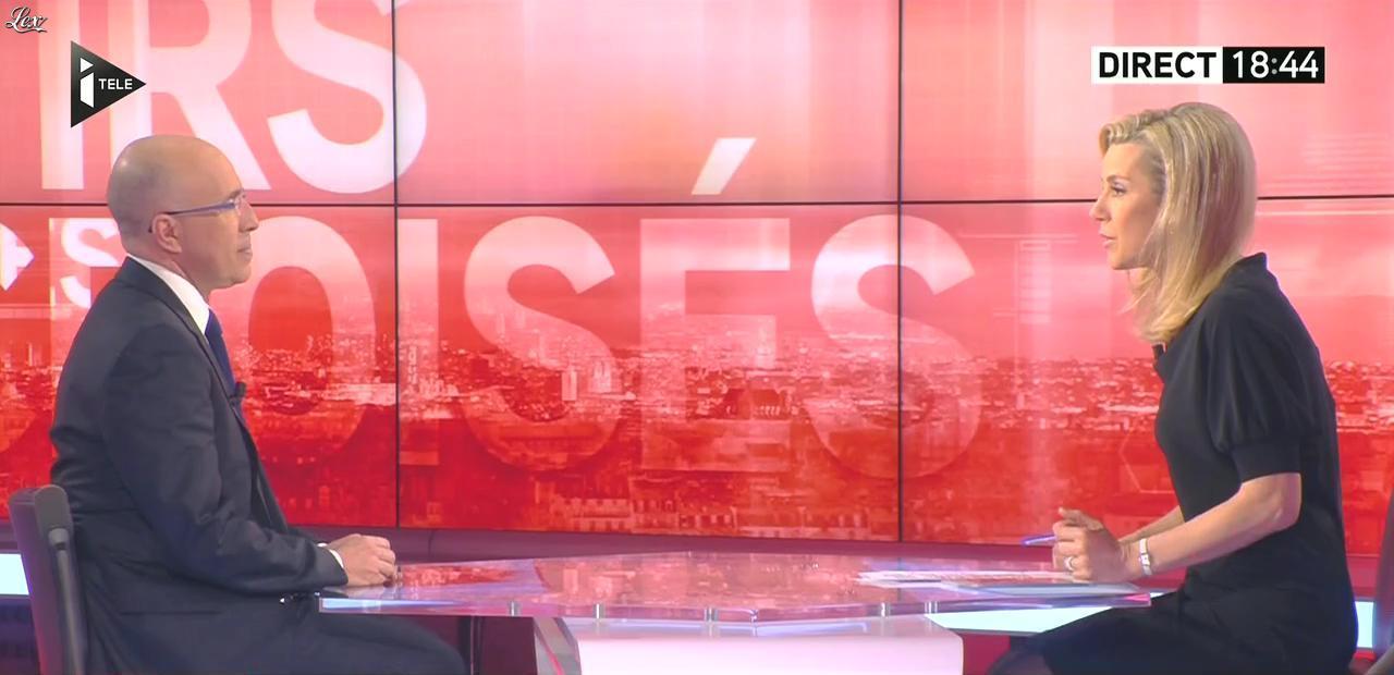 Laurence Ferrari dans Tirs Croisés. Diffusé à la télévision le 27/01/15.