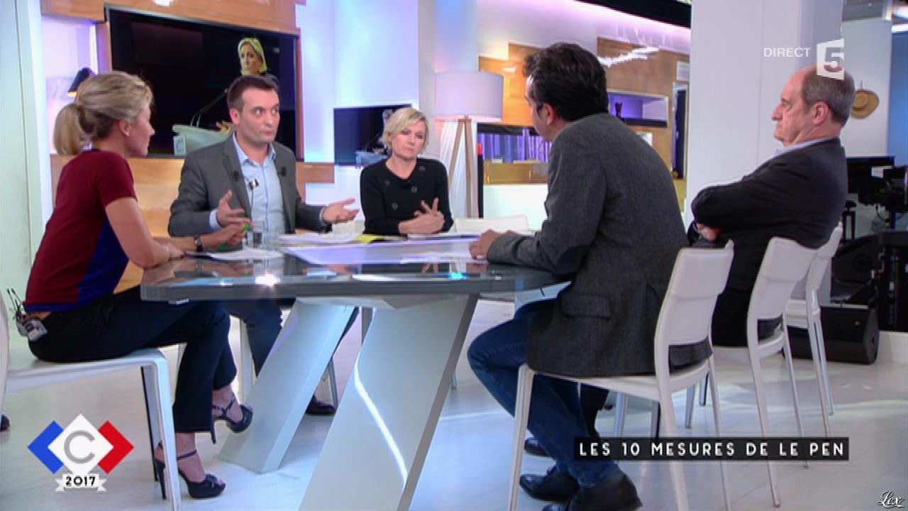 Anne-Sophie Lapix dans C à Vous. Diffusé à la télévision le 11/04/17.