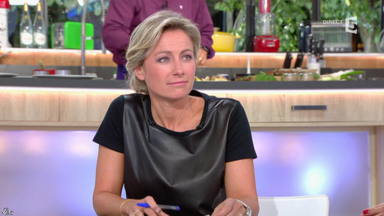 Anne-Sophie Lapix dans C à Vous. Diffusé à la télévision le 13/10/16.