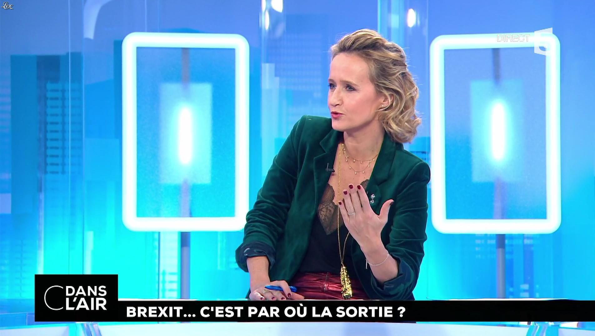 Caroline Roux dans C dans l'Air. Diffusé à la télévision le 05/12/17.