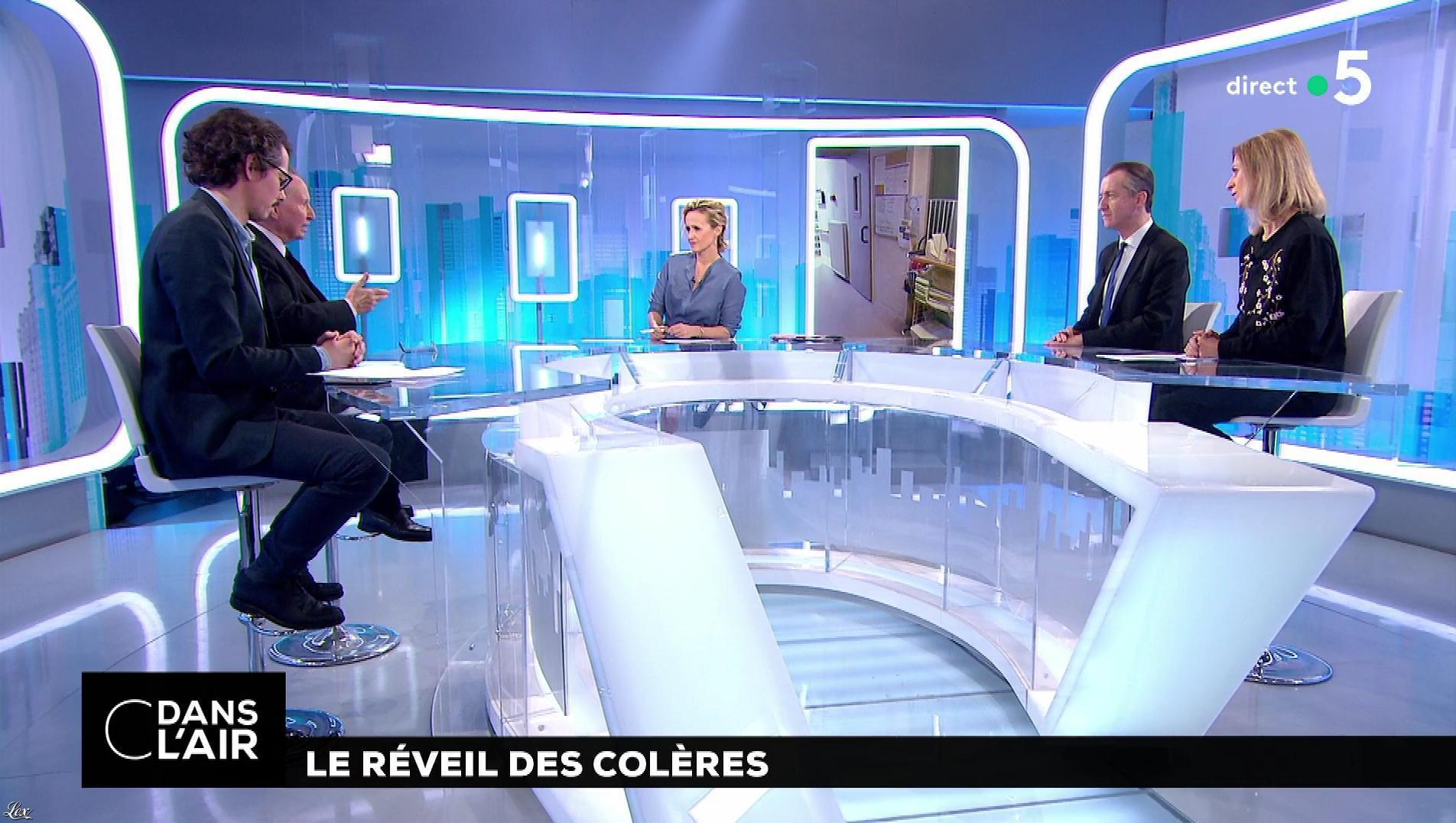 Caroline Roux dans C dans l'Air. Diffusé à la télévision le 30/01/18.