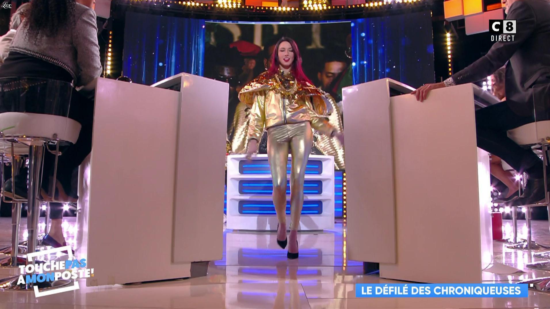 Delphine Wespiser dans Touche pas à mon Poste. Diffusé à la télévision le 17/01/19.