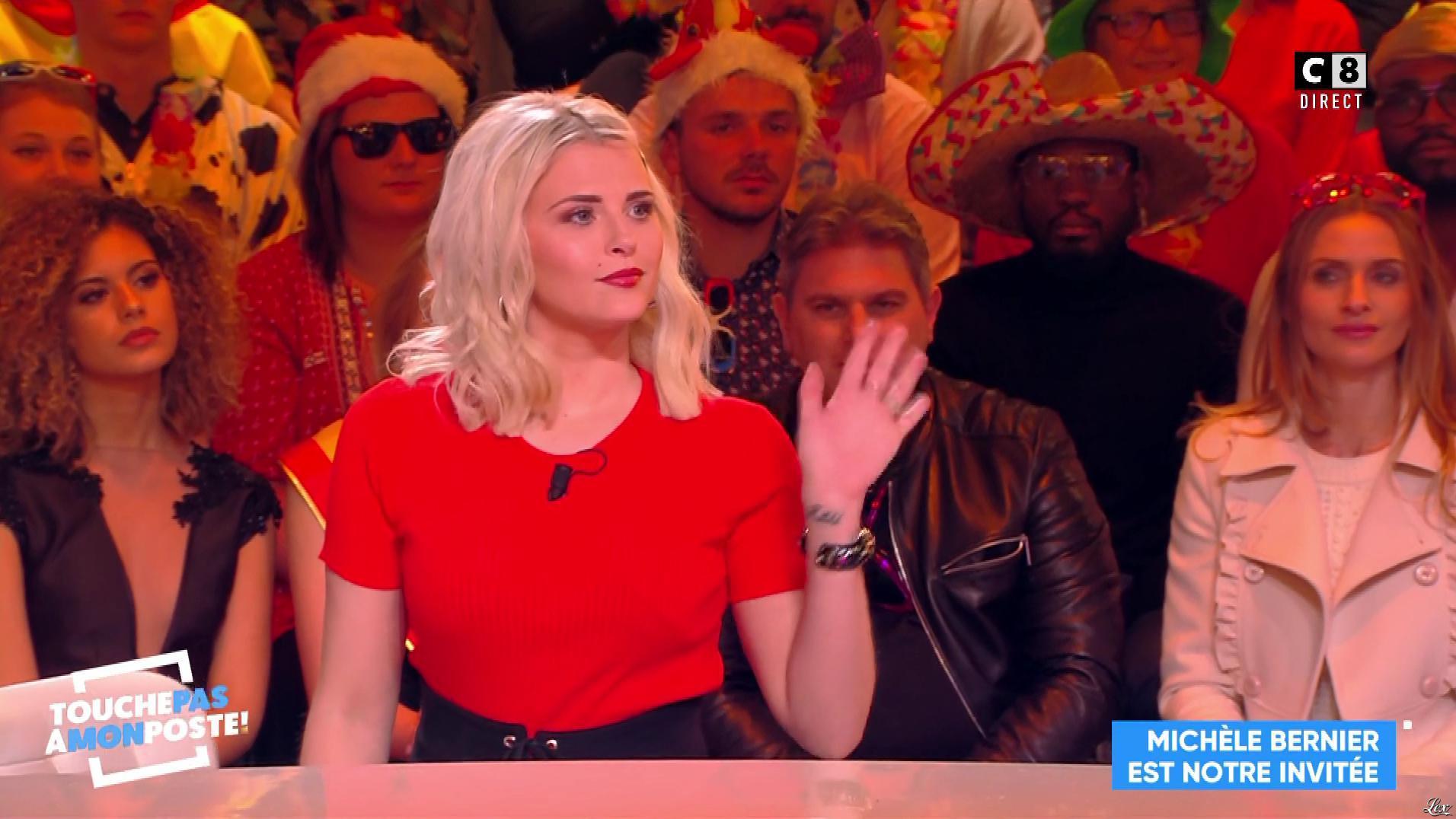 Kelly Vedovelli dans Touche pas à mon Poste. Diffusé à la télévision le 04/02/19.