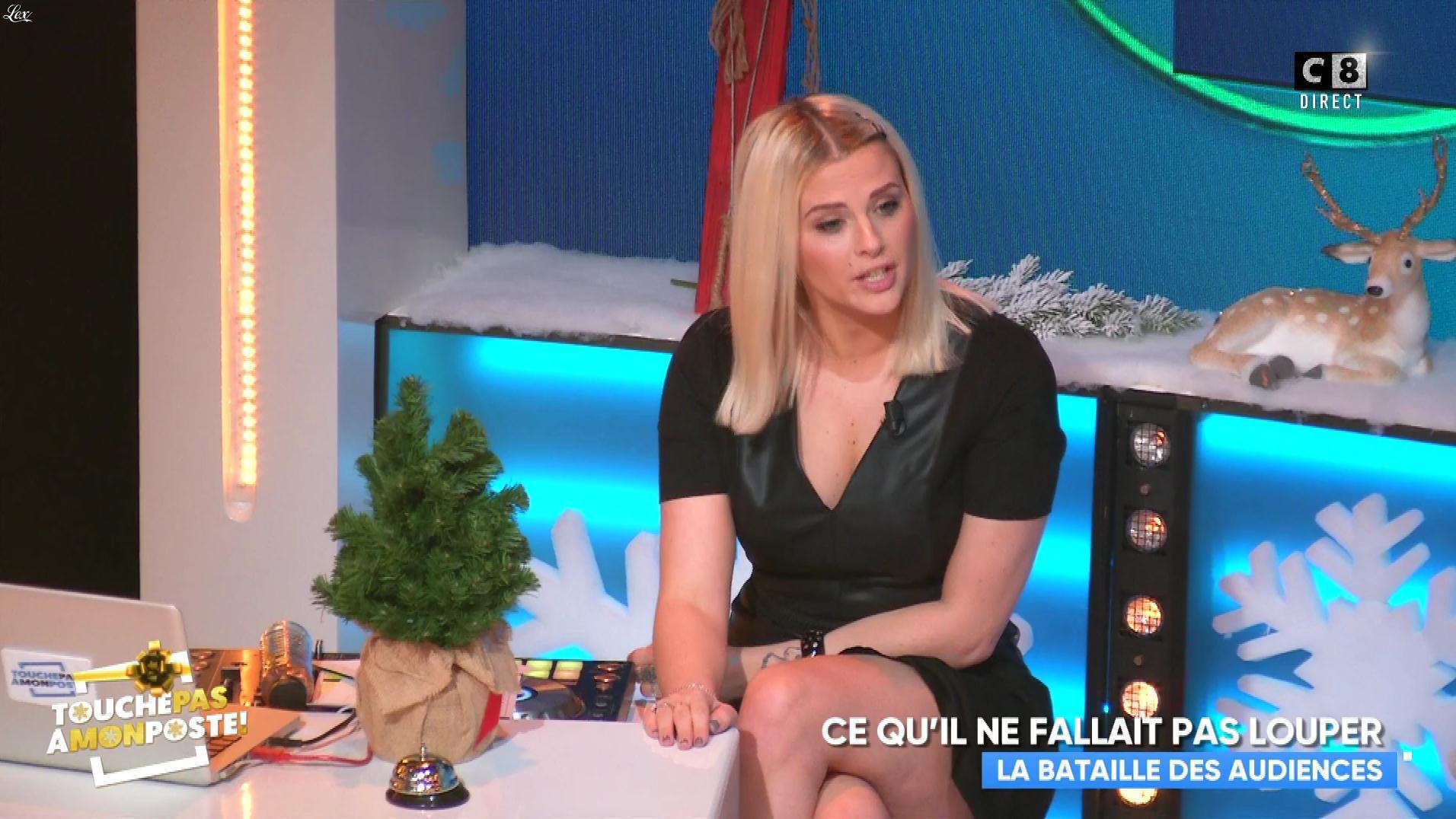 Kelly Vedovelli dans Touche pas à mon Poste. Diffusé à la télévision le 04/12/18.