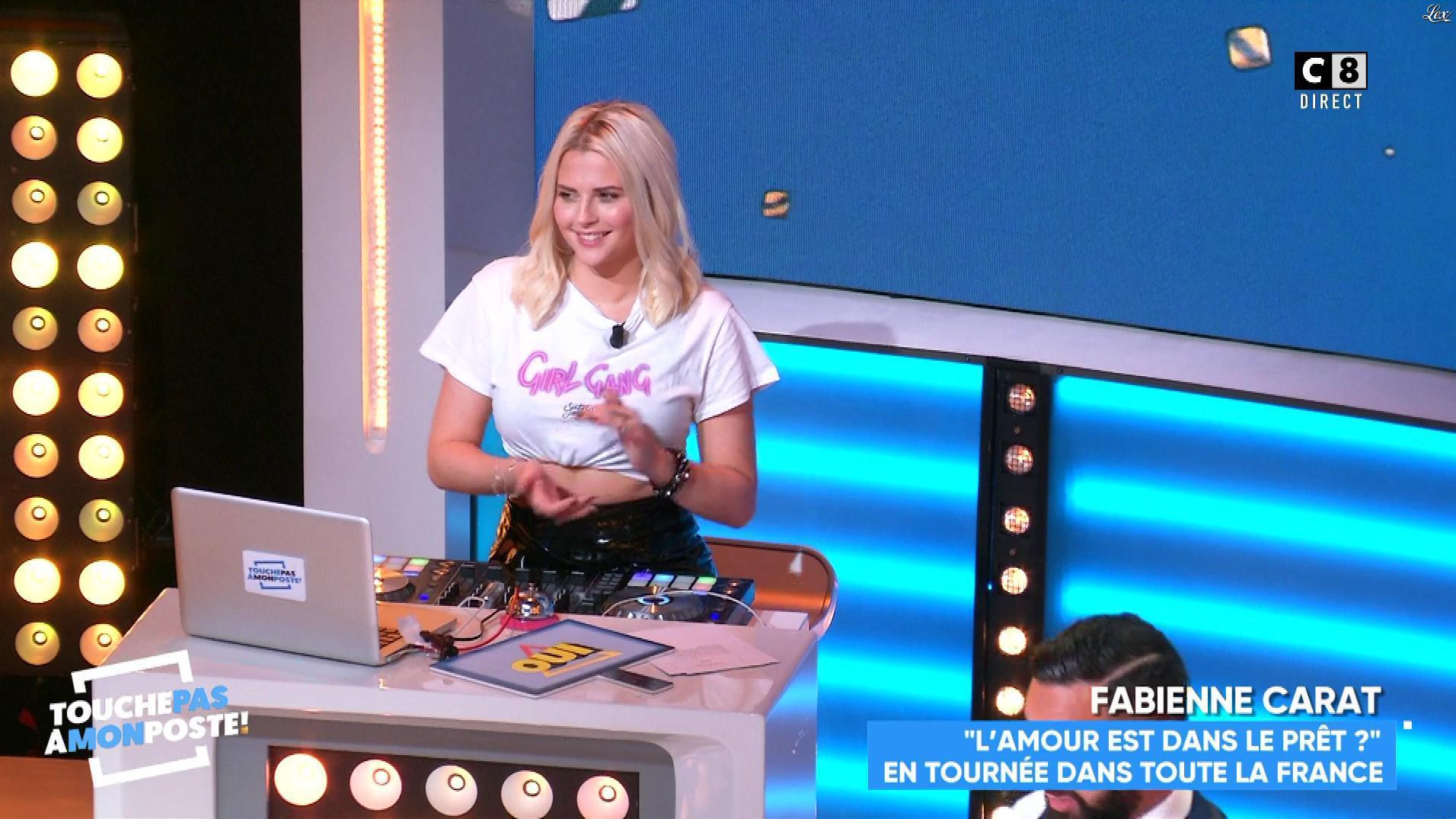 Kelly Vedovelli dans Touche pas à mon Poste. Diffusé à la télévision le 17/10/18.