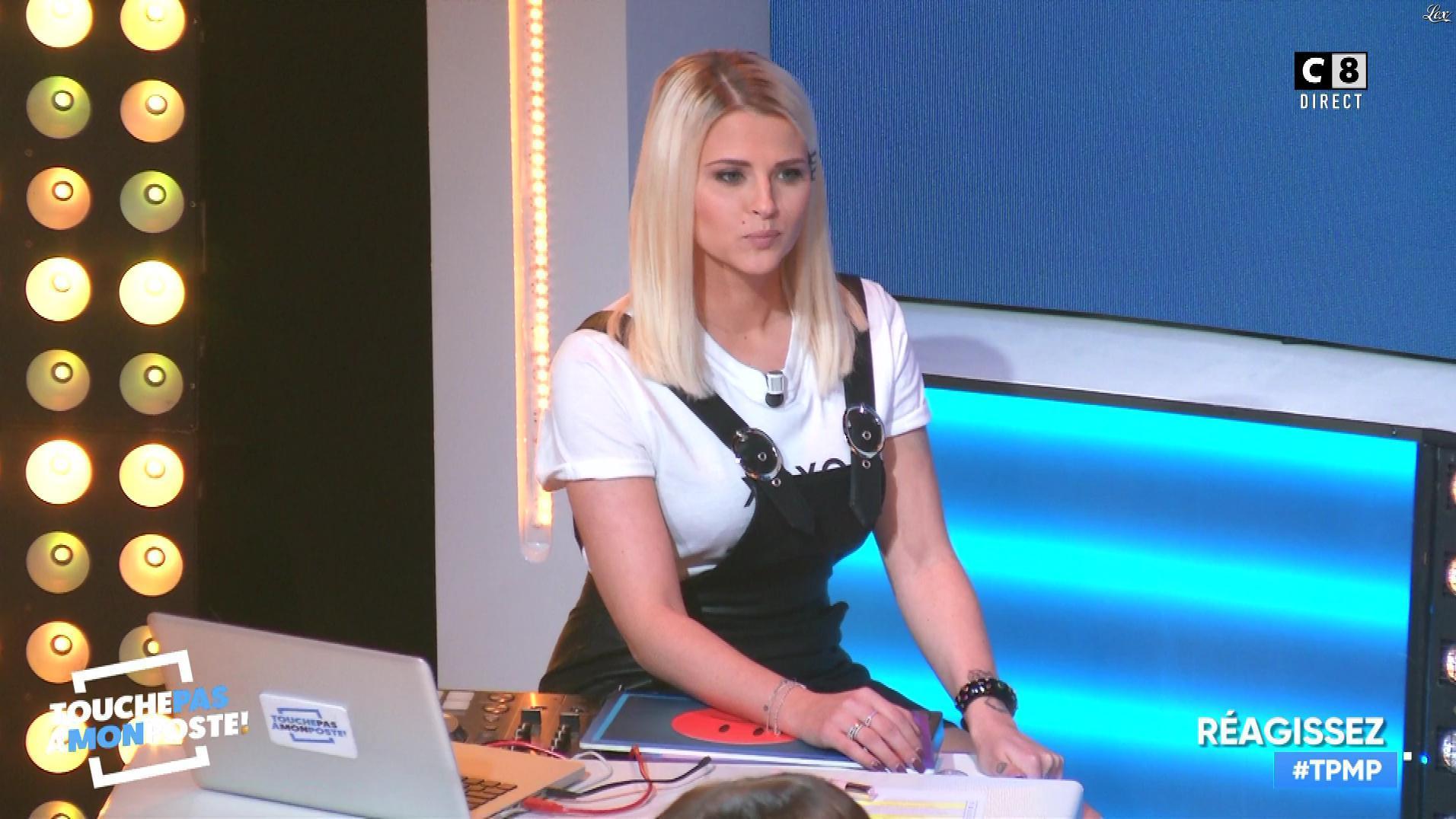 Kelly Vedovelli dans Touche pas à mon Poste. Diffusé à la télévision le 19/11/18.