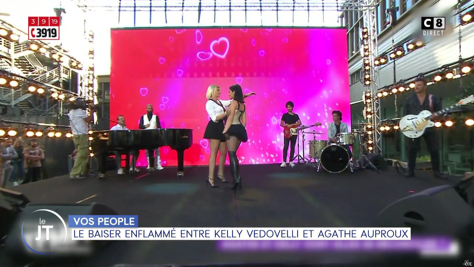 Agathe Auproux et Kelly Vedovelli dans William à Midi. Diffusé à la télévision le 03/09/19.