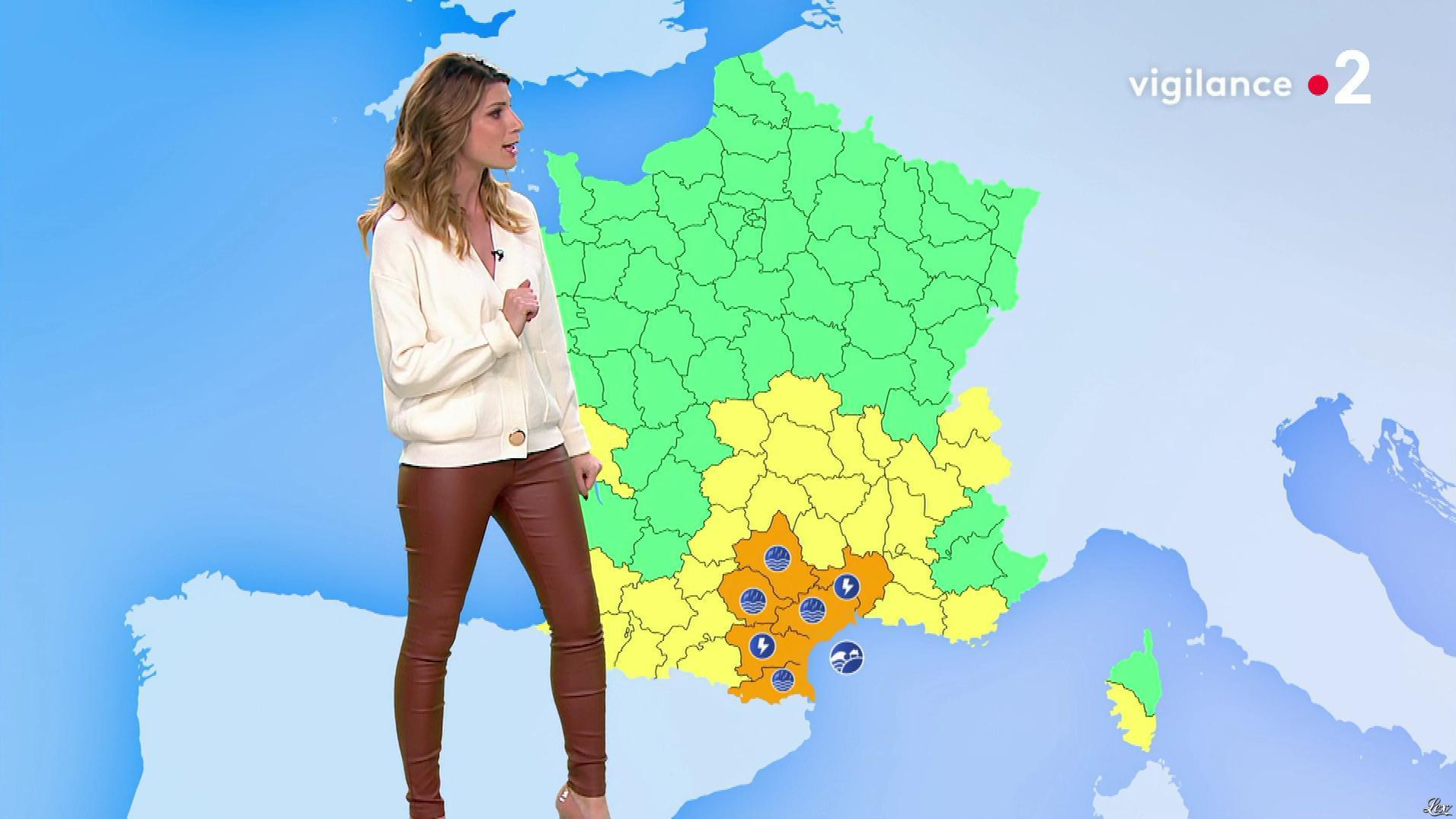 Chloé Nabédian à la Météo du Soir. Diffusé à la télévision le 22/10/19.