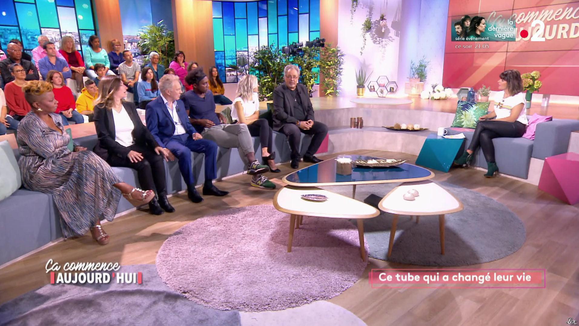 Faustine Bollaert dans Ça Commence Aujourd'hui. Diffusé à la télévision le 28/10/19.