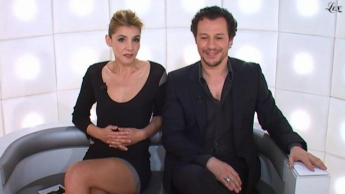 Clotile Courau dans le Grand Journal De Canal Plus. Diffusé à la télévision le 30/03/11.