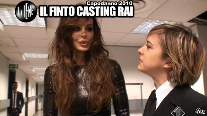 Nina Moric dans le Iene. Diffusé à la télévision le 09/03/11.