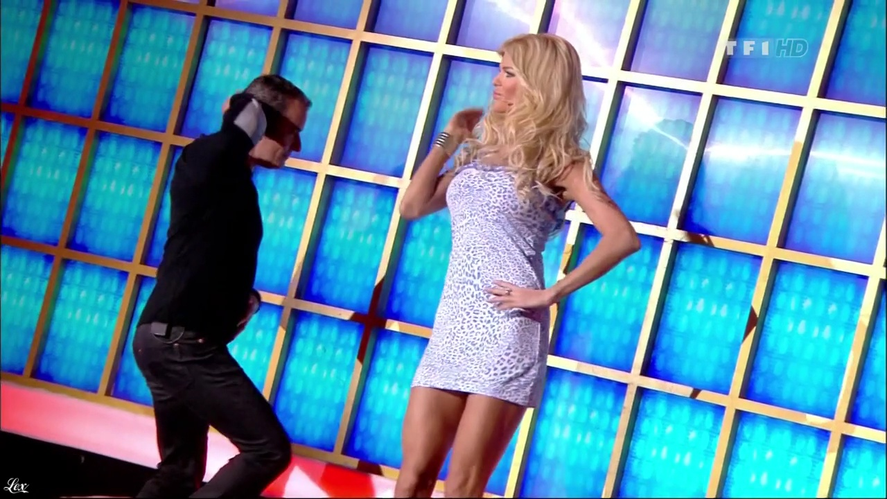 Victoria Silvstedt dans la Roue De La Fortune. Diffusé à la télévision le 12/05/11.