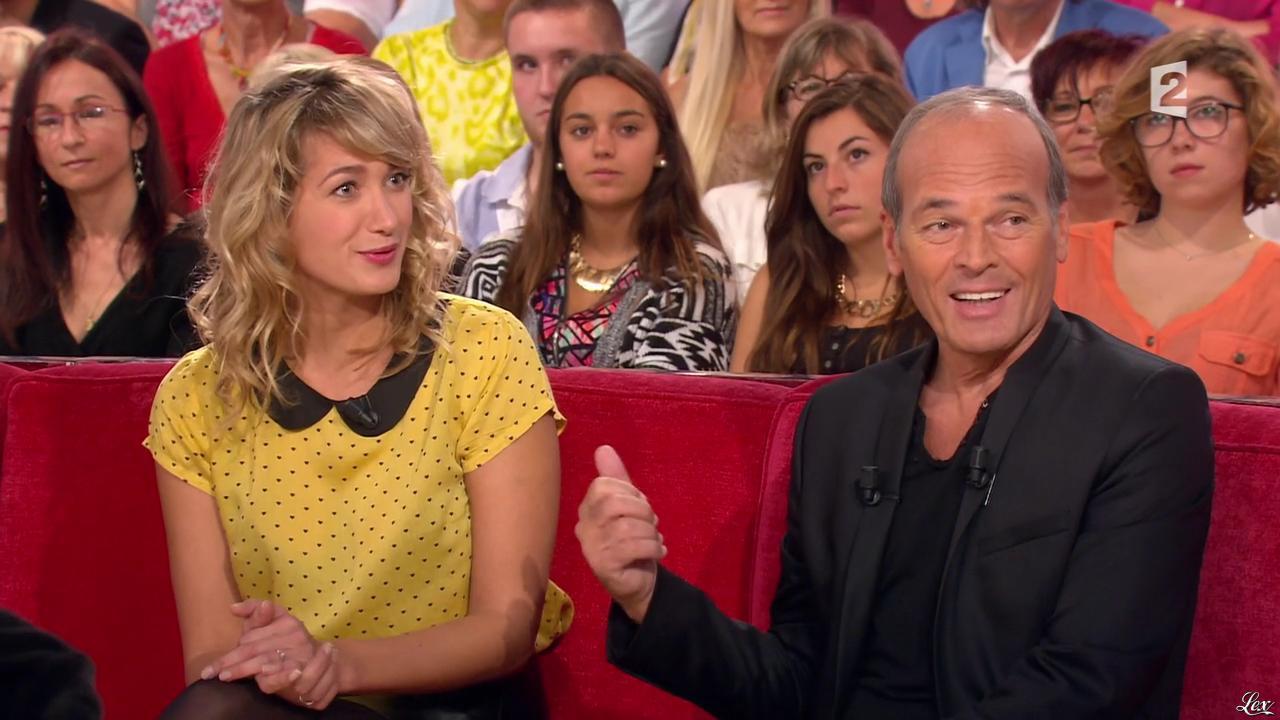 Caroline Anglade dans Vivement Dimanche. Diffusé à la télévision le 26/10/14.