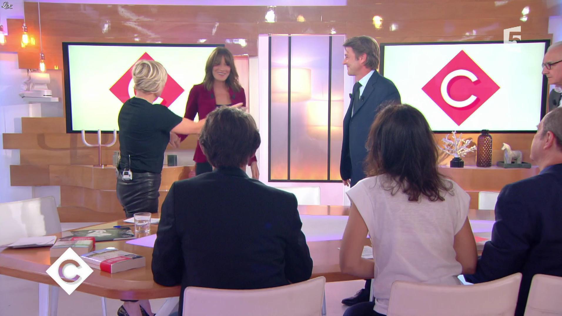 Anne-Elisabeth Lemoine dans C à Vous. Diffusé à la télévision le 06/10/17.