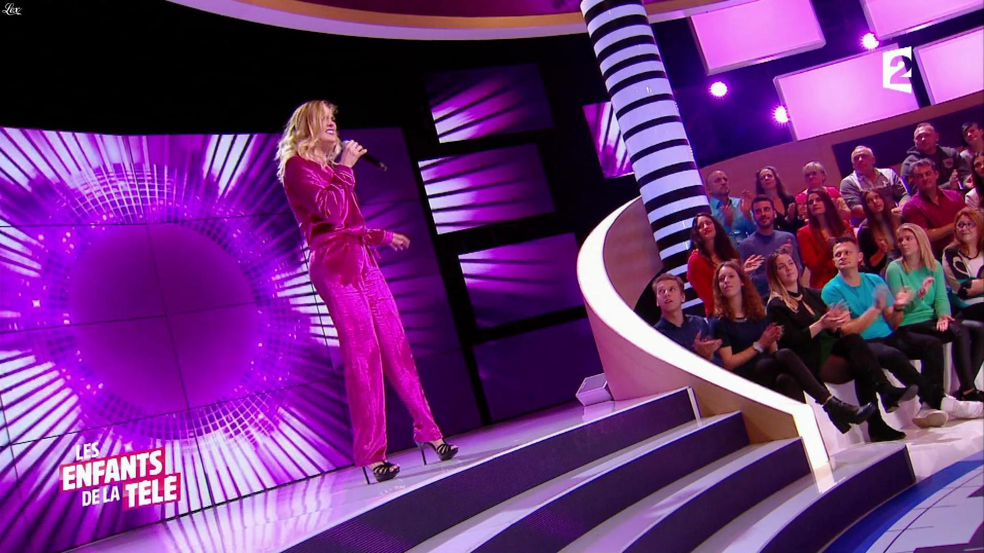 Camille Lou dans les Enfants de la Télé. Diffusé à la télévision le 05/11/17.
