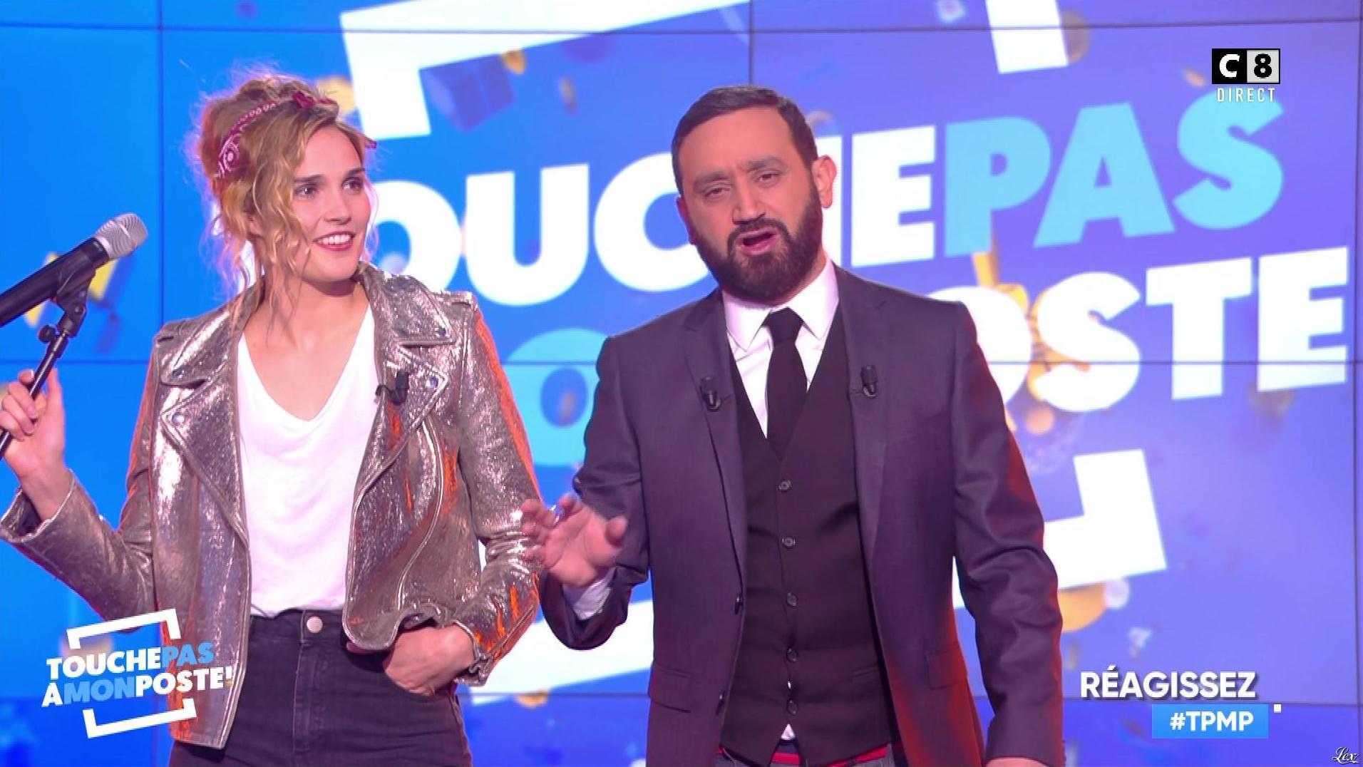 Camille Lou dans Touche pas à mon Poste. Diffusé à la télévision le 20/11/17.