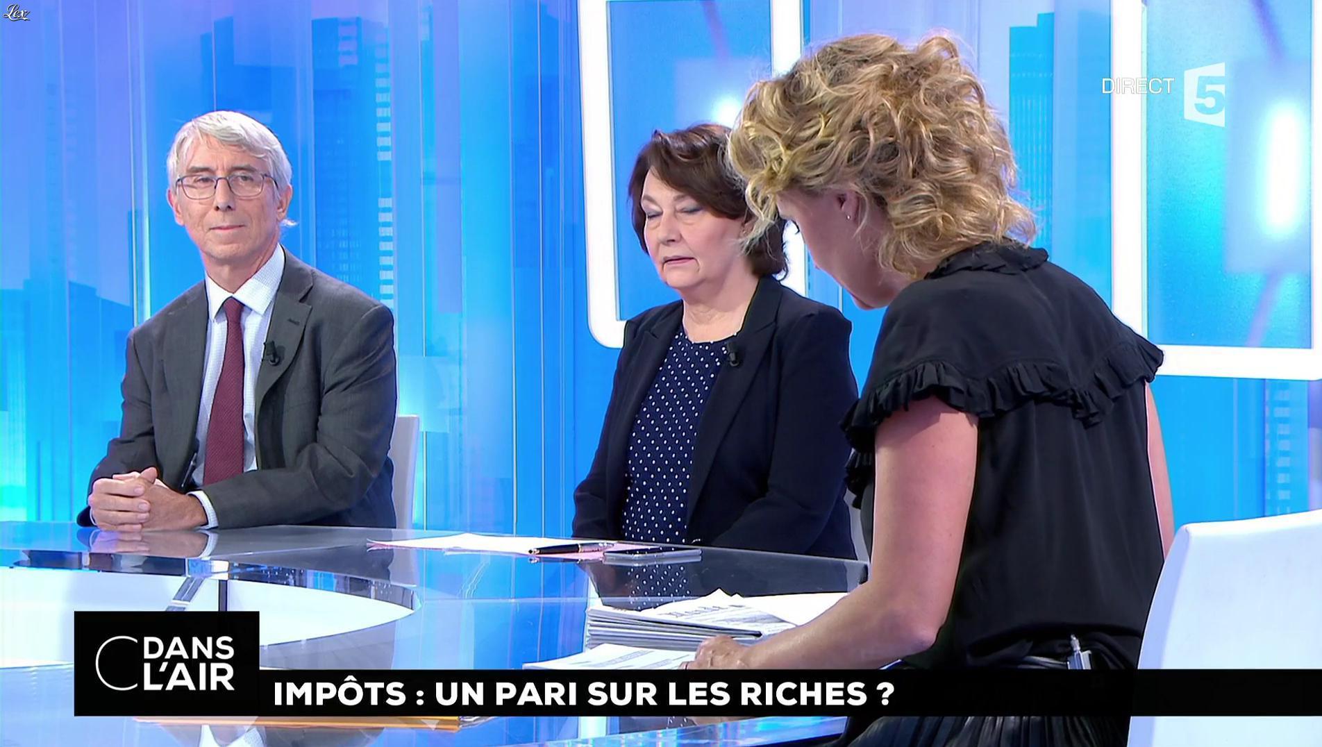 Caroline Roux dans C dans l'Air. Diffusé à la télévision le 27/09/17.