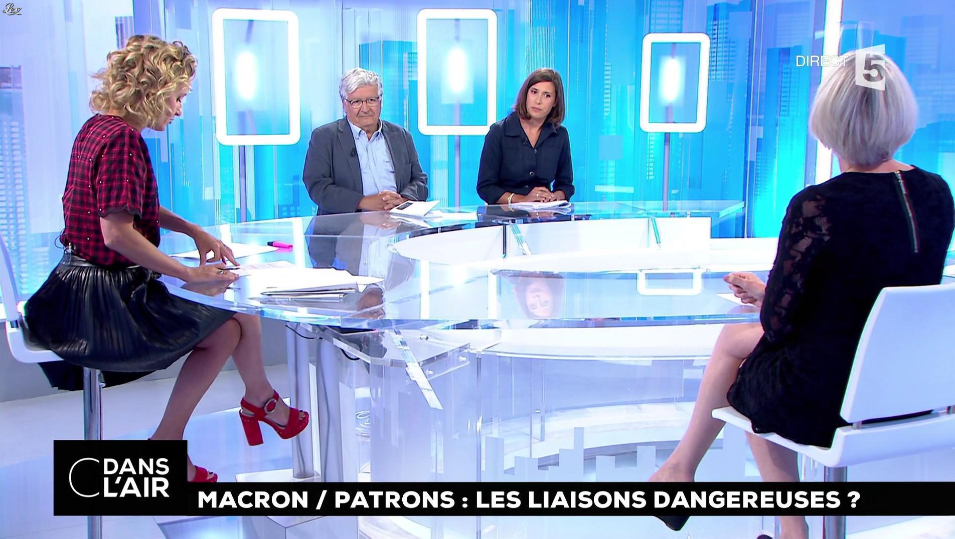 Caroline Roux dans C dans l'Air. Diffusé à la télévision le 30/08/17.