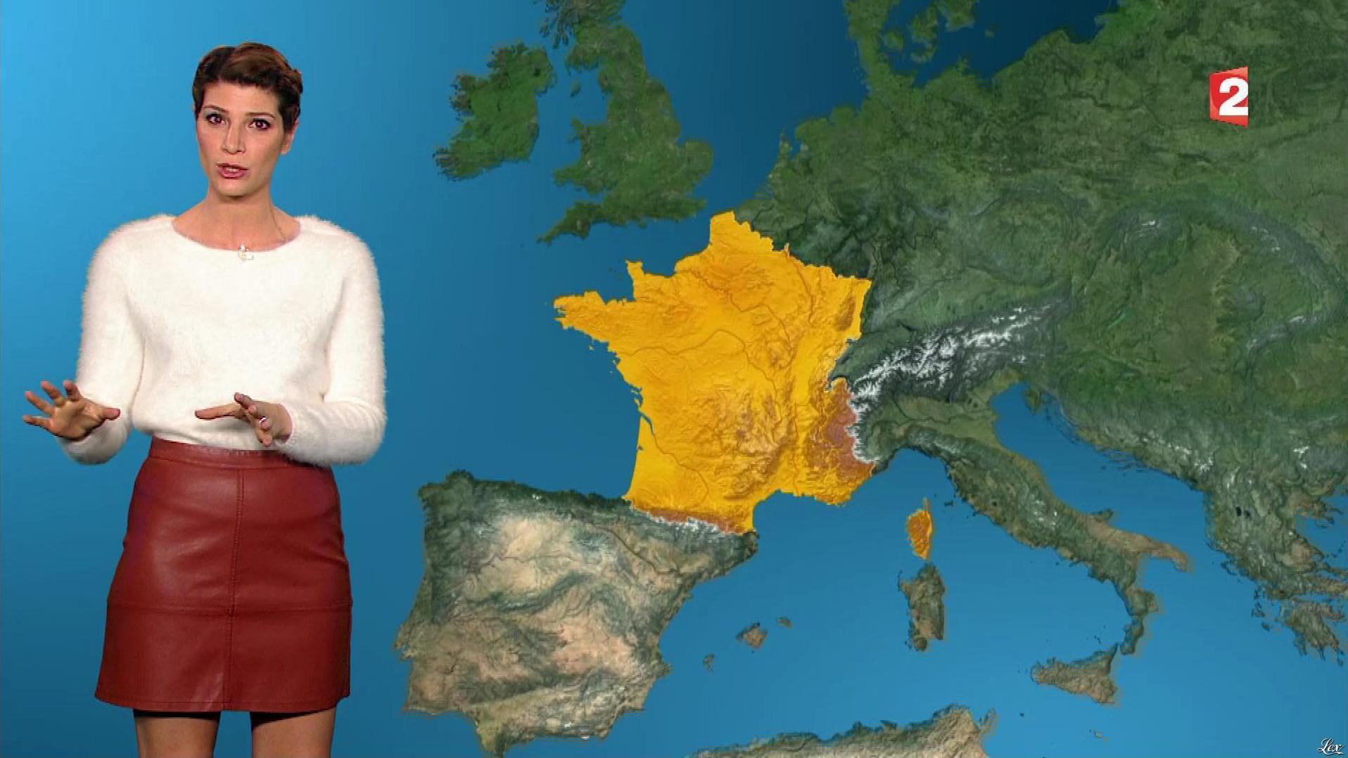 Chloé Nabédian à la Météo de Midi. Diffusé à la télévision le 26/11/17.