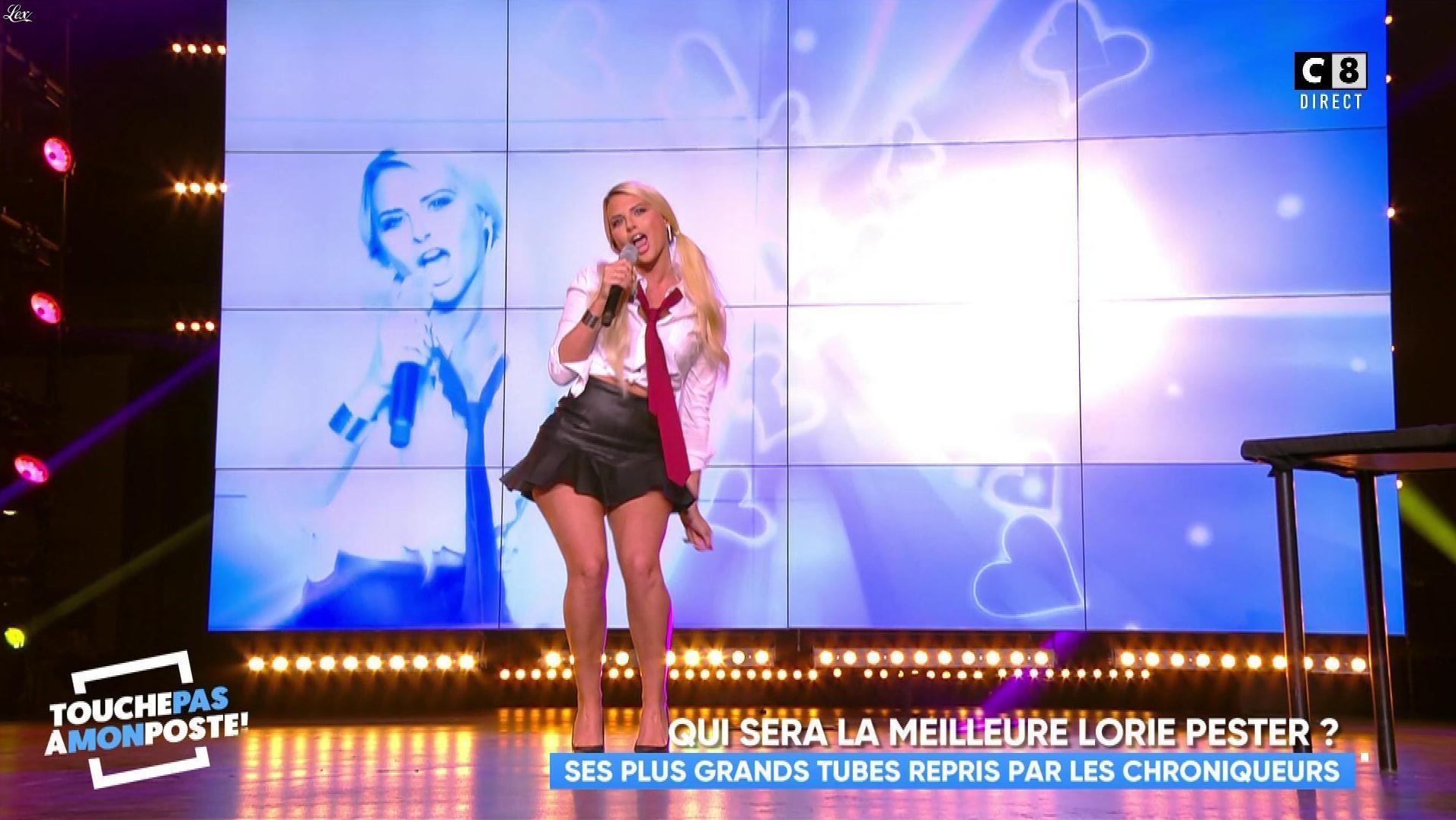 Kelly Vedovelli dans Touche pas à mon Poste. Diffusé à la télévision le 16/11/17.